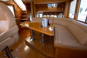 58' Offshore Yachts  1997 Pilothouse Seating