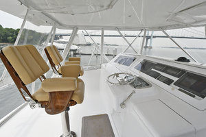 56' Viking 56 Convertible With Mezzanine 2004 Helm Seating
