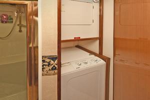 56' Viking 56 Convertible With Mezzanine 2004 Washer/Dryer