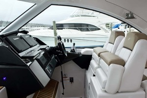 44' Four Winns H440 2015 Helm