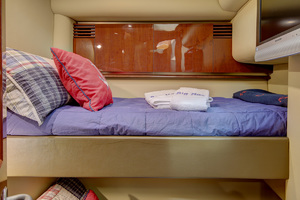 52' Sea Ray 52 Sedan Bridge 2007 Bunkroom