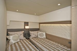 56' Prestige 56 Flybridge  2017 Guest Stateroom