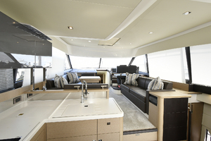 56' Prestige 56 Flybridge  2017 Salon