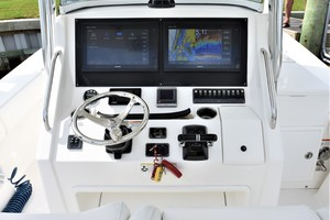 Reel Dirty is a Regulator 34SS Center Console Yacht For Sale in Beaufort--12