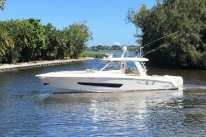 Boston Whaler 42' Outrage 420 2018 UN REEL