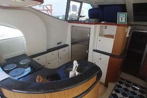 46' Maxum 46 Scb 2001 Galley