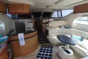 46' Maxum 46 Scb 2001 Salon And Galley
