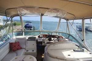 46' Maxum 46 Scb 2001 Flybridge Forward Seating And Helm