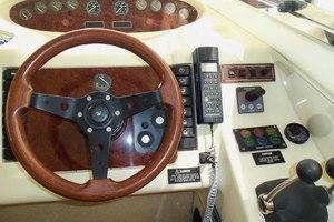 46' Viking 46 Flybridge Yacht 1999 Helm wheel