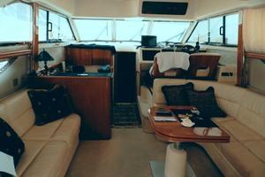 46' Viking 46 Flybridge Yacht 1999 Salon