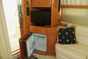 46' Viking 46 Flybridge Yacht 1999 Salon TV and drink fridge