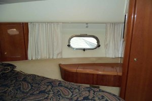 46' Viking 46 Flybridge Yacht 1999 Master to starboard