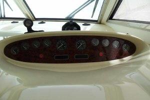 46' Viking 46 Flybridge Yacht 1999 Helm gauges