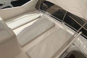 46' Viking 46 Flybridge Yacht 1999 Sun cushions