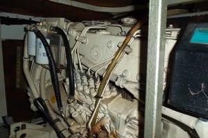 46' Viking 46 Flybridge Yacht 1999 Starboard engine