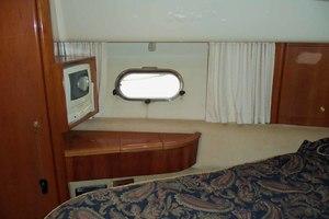 46' Viking 46 Flybridge Yacht 1999 Master to port