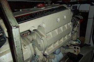 46' Viking 46 Flybridge Yacht 1999 Port Engine