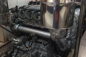 82' Astondoa 82 Glx 2006 Engine Room