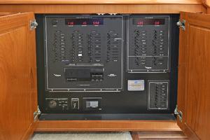47' Viking 47 Convertible 1997 Control Panel
