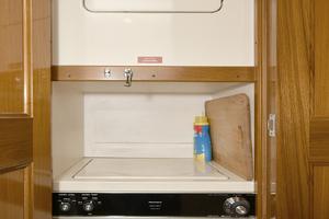 47' Viking 47 Convertible 1997 Washer/Dryer