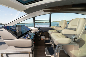 60' Cruisers Yachts 60 Cantius 2017 Helm