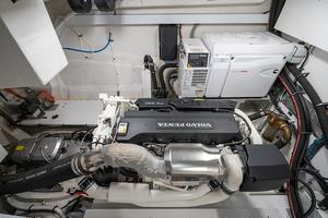 60' Cruisers Yachts 60 Cantius 2017 Engine 2