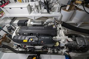 60' Cruisers Yachts 60 Cantius 2017 Engine 1