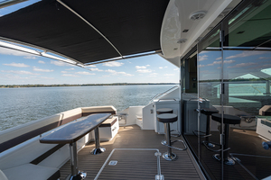 60' Cruisers Yachts 60 Cantius 2017 Port cockpit