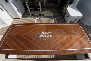 60' Cruisers Yachts 60 Cantius 2017 Cockpit table
