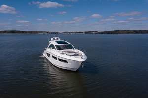 60' Cruisers Yachts 60 Cantius 2017 STBD bow profile