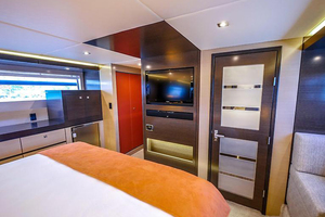 60' Cruisers Yachts 60 Cantius 2017 Master stateroom view 3