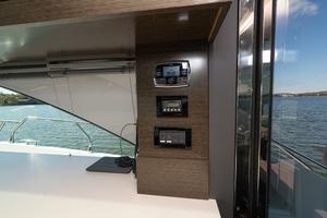 60' Cruisers Yachts 60 Cantius 2017 Polk marine stereo / Crusair control in the salon