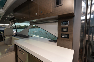 60' Cruisers Yachts 60 Cantius 2017 STBD galley/salon