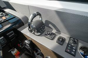 60' Cruisers Yachts 60 Cantius 2017 Volvo Penta throttle shift control