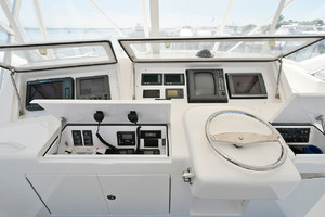 56' Viking 56 Convertible 2006 Helm Station