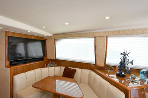 56' Viking 56 Convertible 2006 Dinette