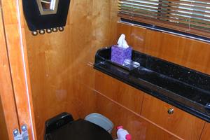 82' Horizon Flybridge Motor Yacht 2001 Day Head