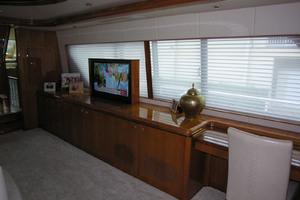 82' Horizon Flybridge Motor Yacht 2001 Salon Starboard Side