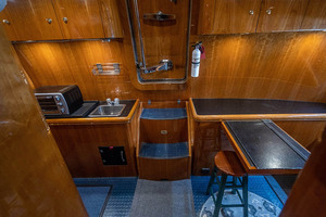 82' Horizon Flybridge Motor Yacht 2001 Crew Area Aft