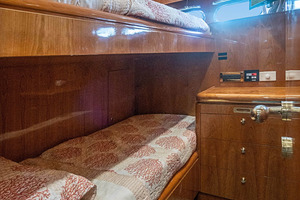 82' Horizon Flybridge Motor Yacht 2001 Twin Crew Berths