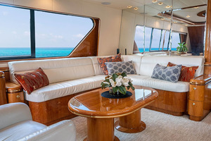 82' Horizon Flybridge Motor Yacht 2001 Salon Looking