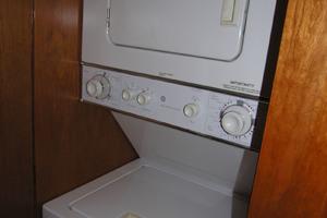 82' Horizon Flybridge Motor Yacht 2001 Washer Dryer Forward