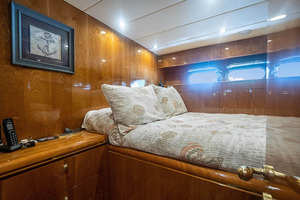 82' Horizon Flybridge Motor Yacht 2001 Crew Double or 4th Stateroom