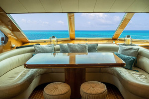 82' Horizon Flybridge Motor Yacht 2001 Galley Dinette