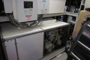 82' Horizon Flybridge Motor Yacht 2001 Staroboard Generator with Plexi Glass Cover