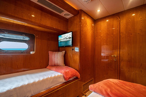 82' Horizon Flybridge Motor Yacht 2001 Twin Stateroom