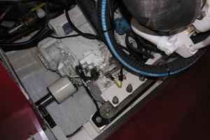 82' Horizon Flybridge Motor Yacht 2001 Port Transmission