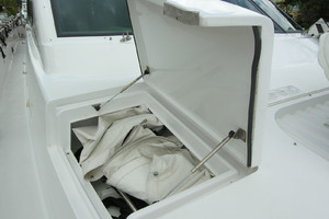 82' Horizon Flybridge Motor Yacht 2001 Foredeck Storage Port & Starboard