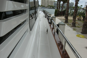 82' Horizon Flybridge Motor Yacht 2001 Starboard Side Deck