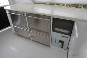82' Horizon Flybridge Motor Yacht 2001 Flybridge 4 Drawer Refrigerator